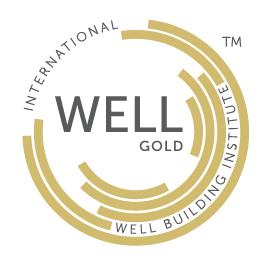 Logotipo Certificación WELL nivel oro avalado por el International Well Building Institute que es obtenido al cumplir el 100% de las precondiciones de su tipiología más mínimo 40% de las optimizaciones aplicables.