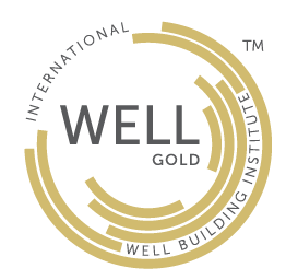 Logotipo Certificación WELL V2 nivel oro avalado por el International Well Building Institute que es obtenido al cumplir mínimo 60 puntos.